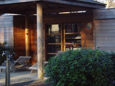 PeetersJef.be - Poolhouse met ronde houten kolommen