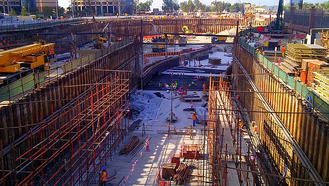 Steel sheet pile retaining wall at Bayoonah Tunnel Construction