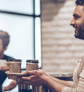Barista mit Kaffee