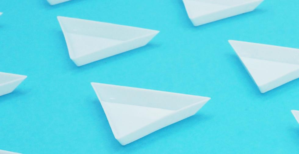 Triangle glitter tray