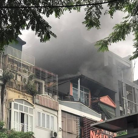 Hà Nội: Cháy lớn tại nhà hàng Nét Huế