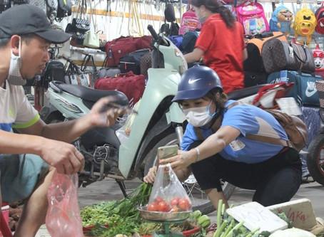TPHCM: Người lao động vẫn chật vật với lương tối thiểu vùng vì chỉ số giá cả & lạm phát cao
