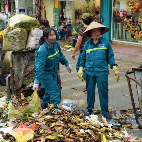 Yên Phụ ngập rác vì công nhân môi trường bị chậm trả lương