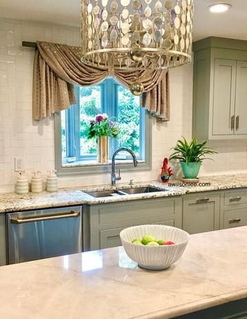 Modern kitchen with beautiful cornice detail