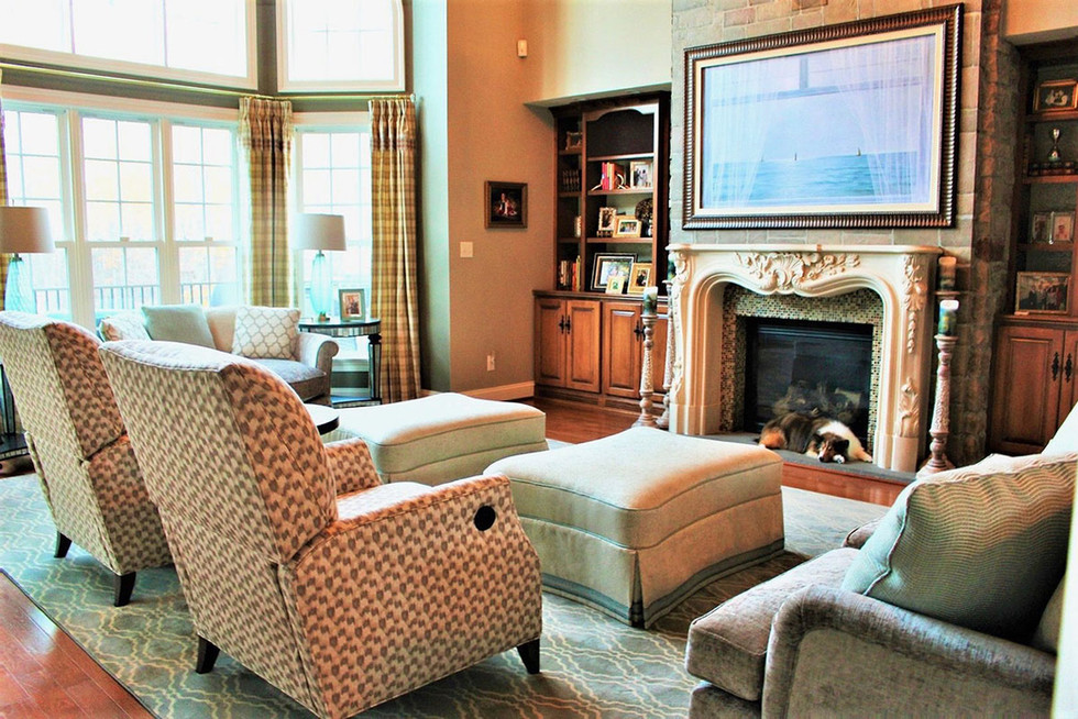Spacious transitional living room