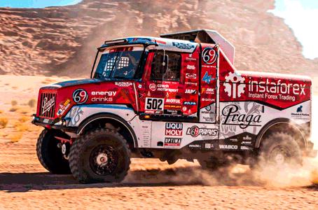Dakar 2021: Instaforex Loprais Praga Team zahřál oba vozy a tři piloty