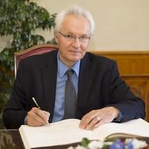 Přednáška pana Dr. Jana Procházky na téma:  HE3DA Lithium Battery Technology Plattform - Energy Bloc