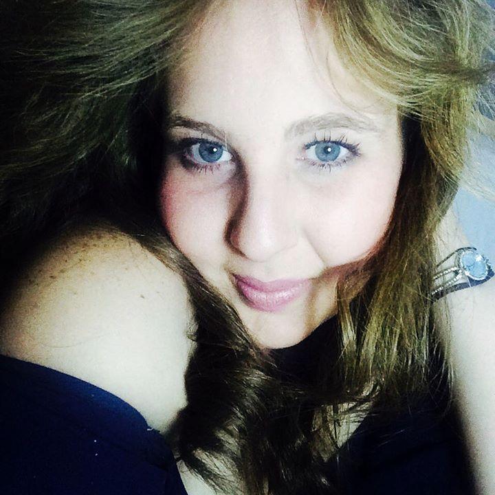 Diana Simán blue eyes close up