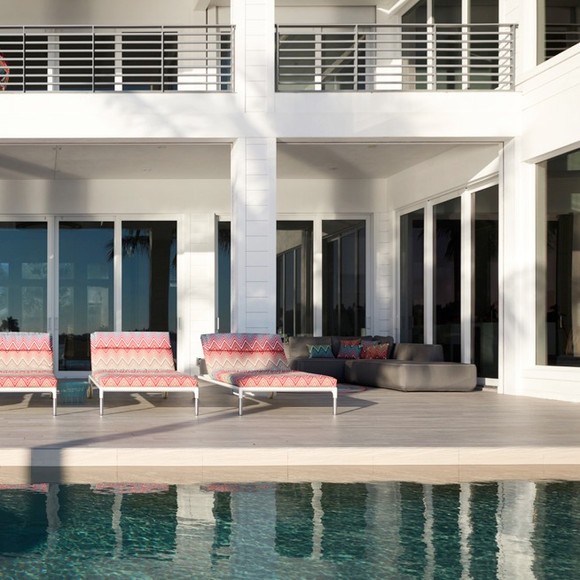 Deck, loungers and pool