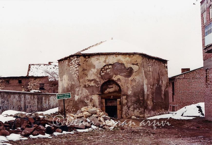 Murat Baba türbesi