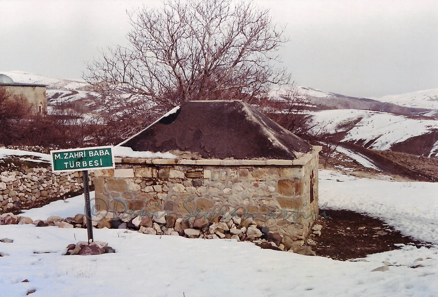 Zahri Baba türbesi