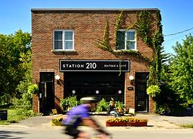 La Station 210 - Station 210  Boutique e