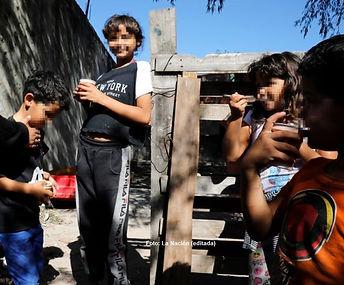 En la calle y sin protocolos: cómo es no tener clases en un barrio popular de Benavídez