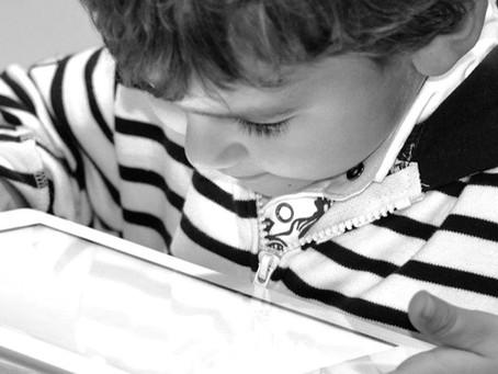 Infancias y pantallas en tiempos de cuarentena. Repensar el nivel inicial y la virtualidad.