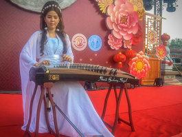 Guzheng player