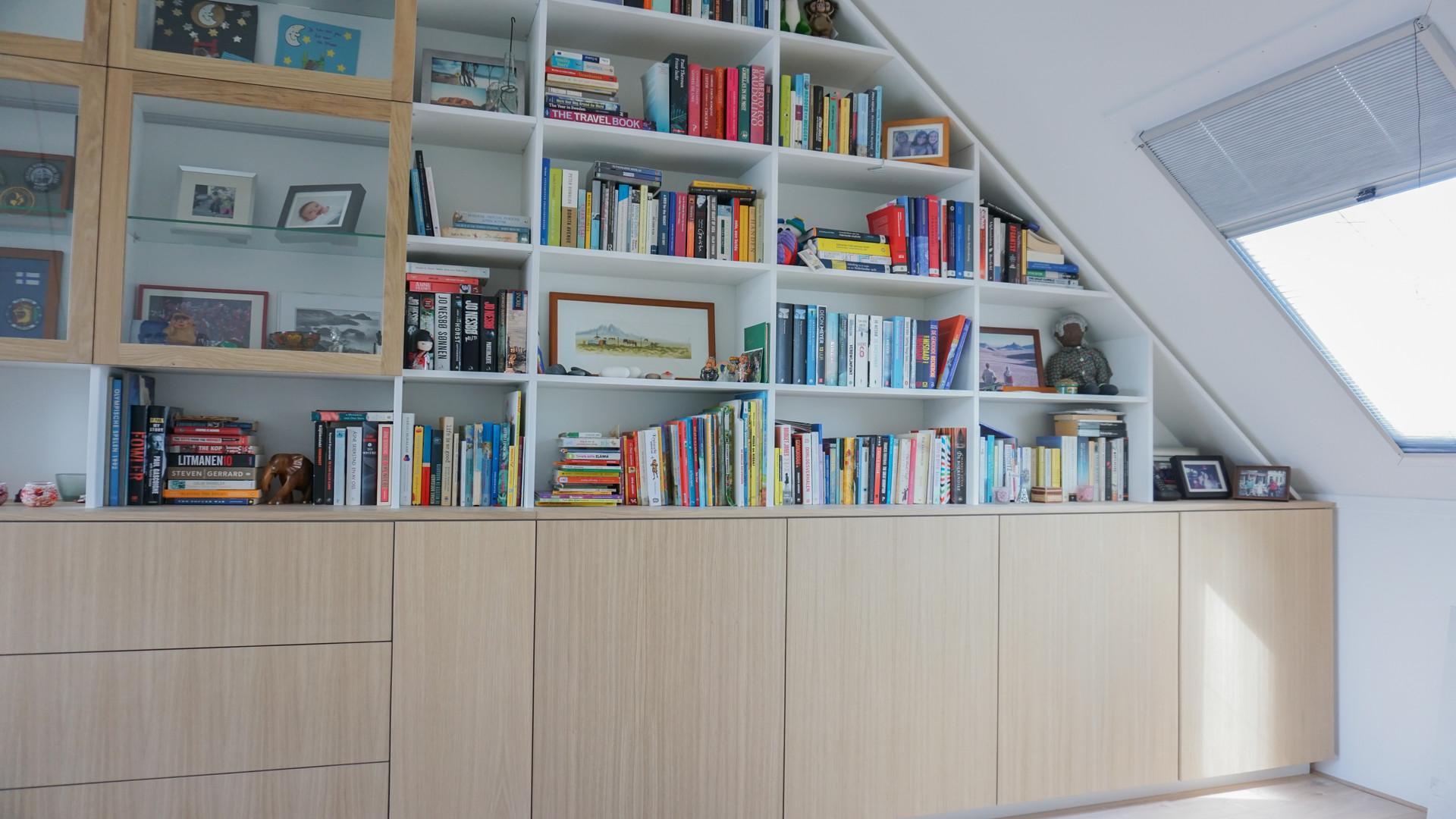 Puntdak boekenkast