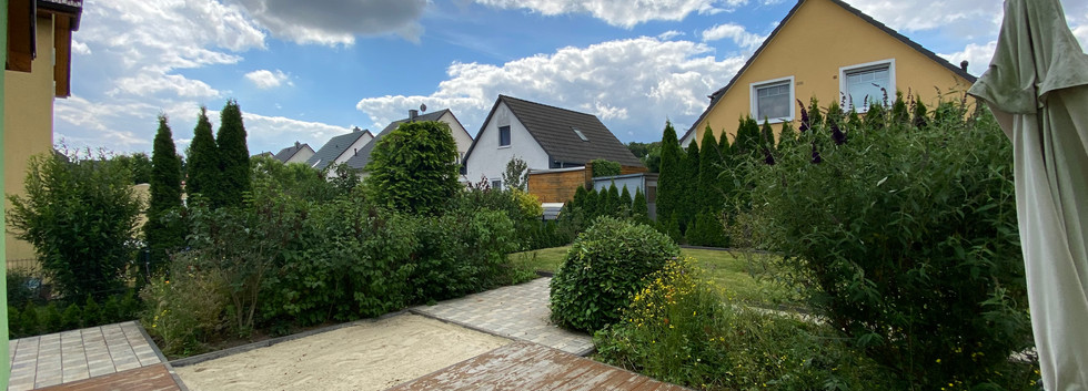 Möller-Gartenbau-Garten-und-Landschaftsbau-Berlin-Unkrautbeseitigung.jpeg