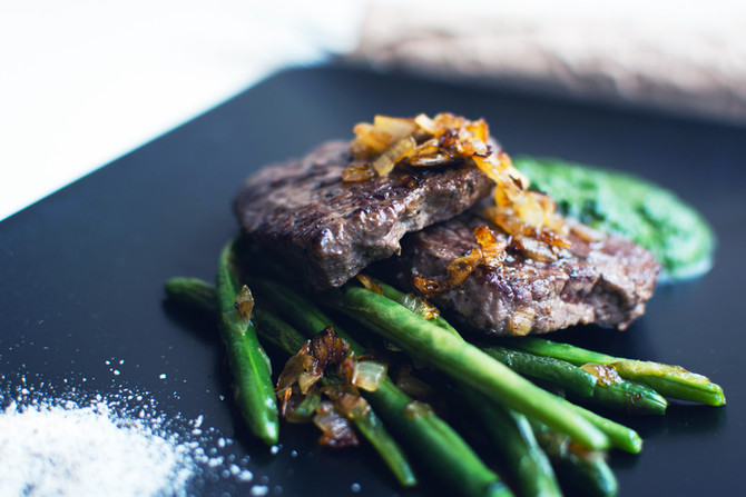Grilled Steak with Green Beans and Avocado sauce