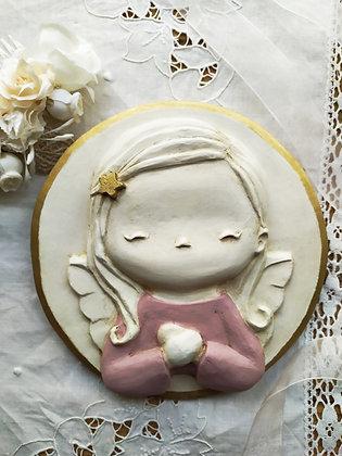 Angelito niña de escayola en rosa