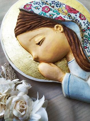 Virgencita de escayola pintada con el manto entelado