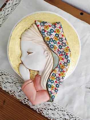 Virgencita de escayola en blanco con el manto entelado (tela nº14))
