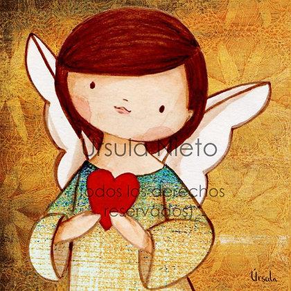 Angelito (niño) con corazón en amarillo