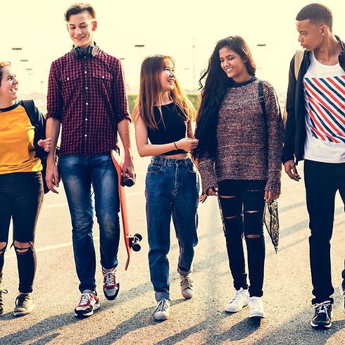 group-of-school-friends-outdoors-lifesty