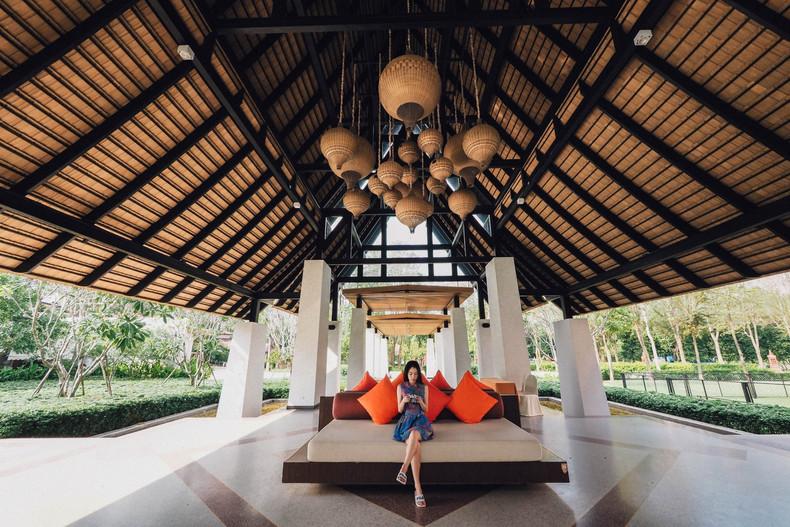 Mida Resort Kanchanaburi Hanging Lamps.j