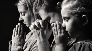family praying.jpg