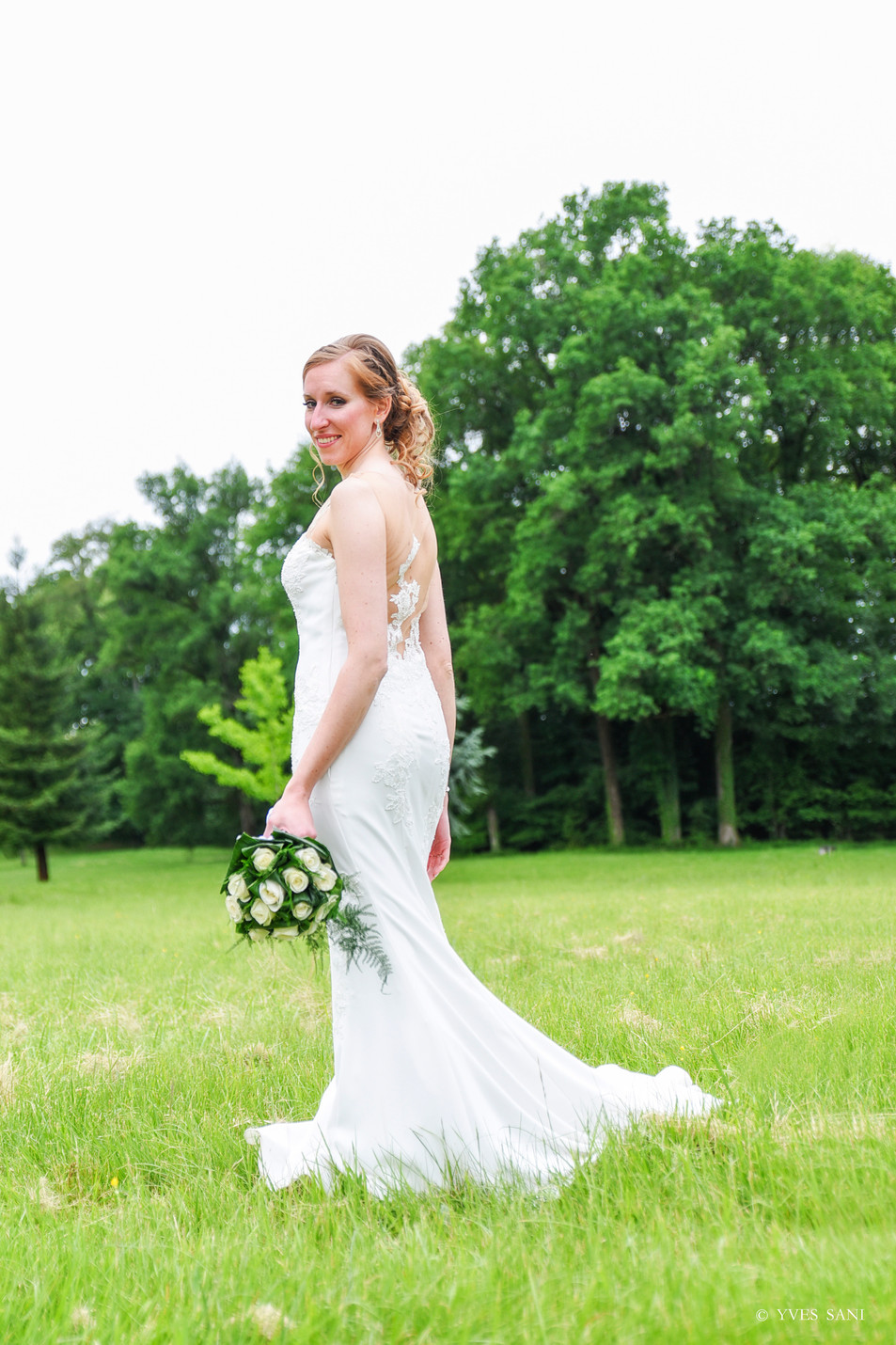 The bride & her bouquet