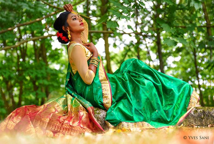 Jeune Femme en Sari - Evry