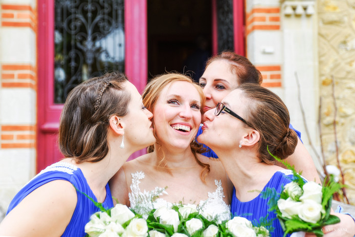 The kiss of the bridemaids