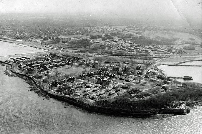 1957 aerial view of Fort Totten, NY