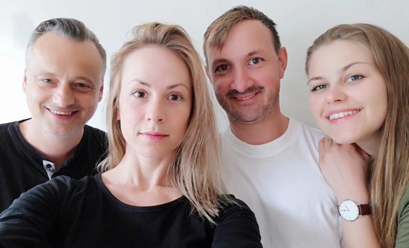 Det originale TRÅLL-TEAMET: Jesper Malm, Johanne Fossheim, Sindre Benedict Hendrichs og Madeleine F. Røseth. Lupus var ikke tilstede akkurat da bildet ble tatt. Johanne har fortrållet seg bort og Sindre holder seg til regi denne sommeren.