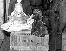 Images Works - Austria 1945 - Nazi War Loot in Altaussee - ETPM0165563[1].jpg