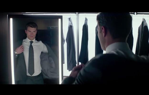 Mr. Grey anda por ai?