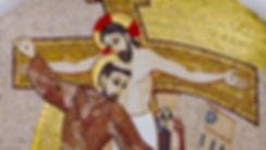 francesco abbraccia crocfisso mosaico pa