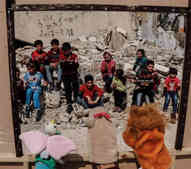Syrian street puppets
