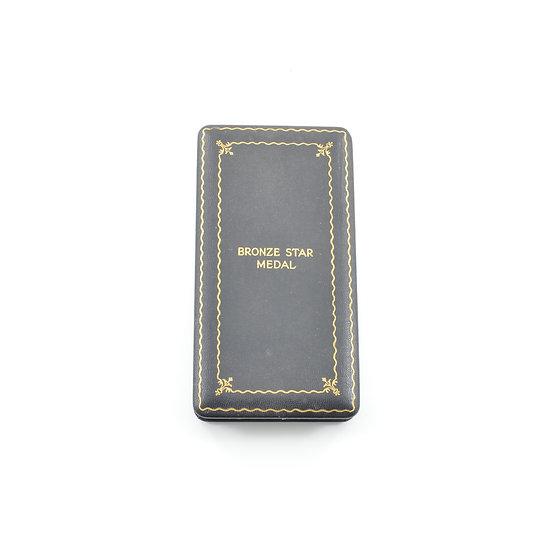 Original WW2 Bronze Star Medal, Ribbon, Pin, & Case For Sale
