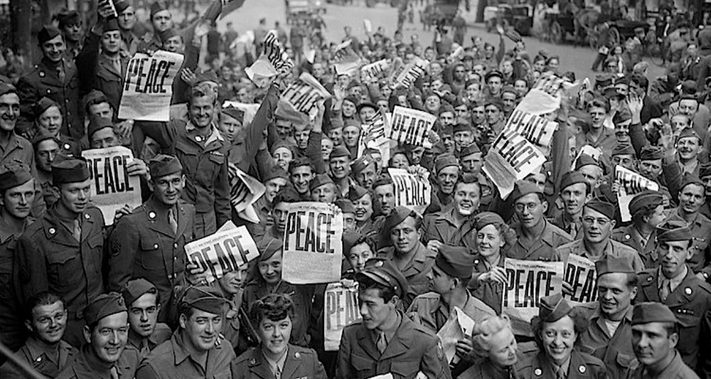 American servicemen and women celebrate the end of WWII.