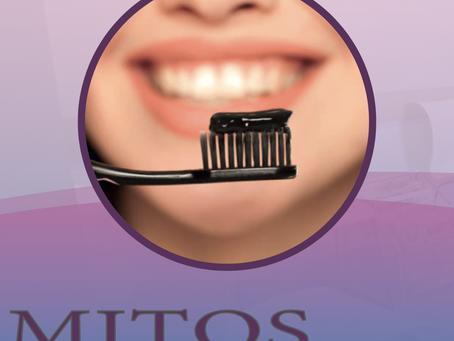 Carvão ativado e bicarbonato de sódio funcionam para clarear os dentes?