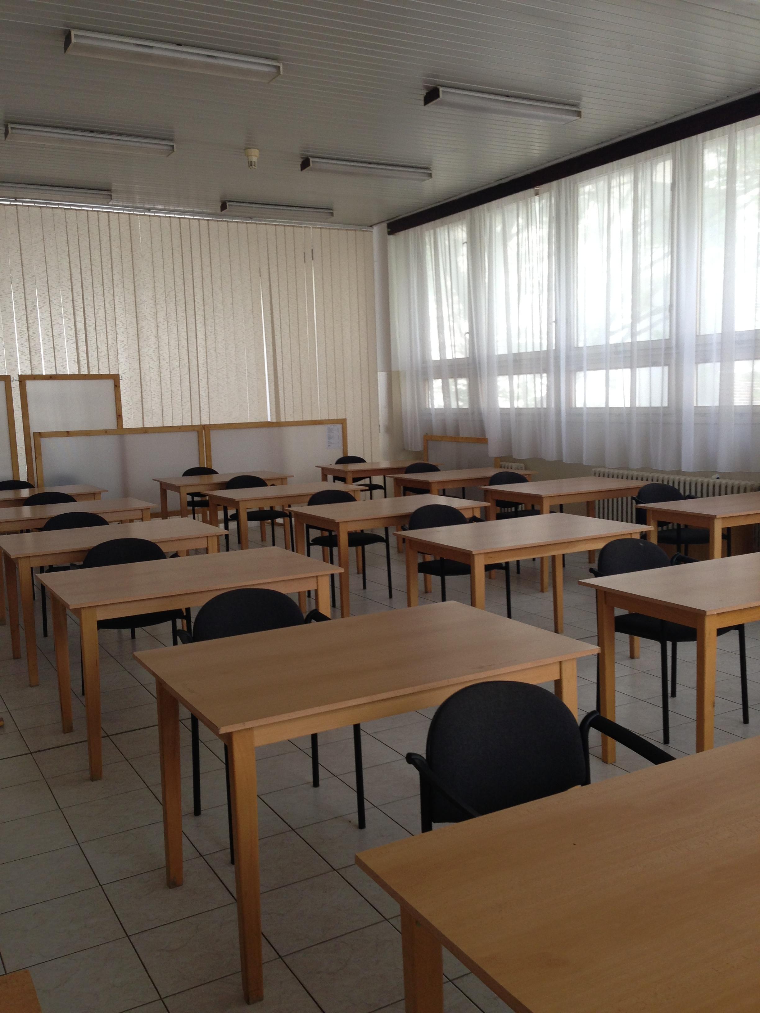 Príprava miestnosti na skúšky YLE