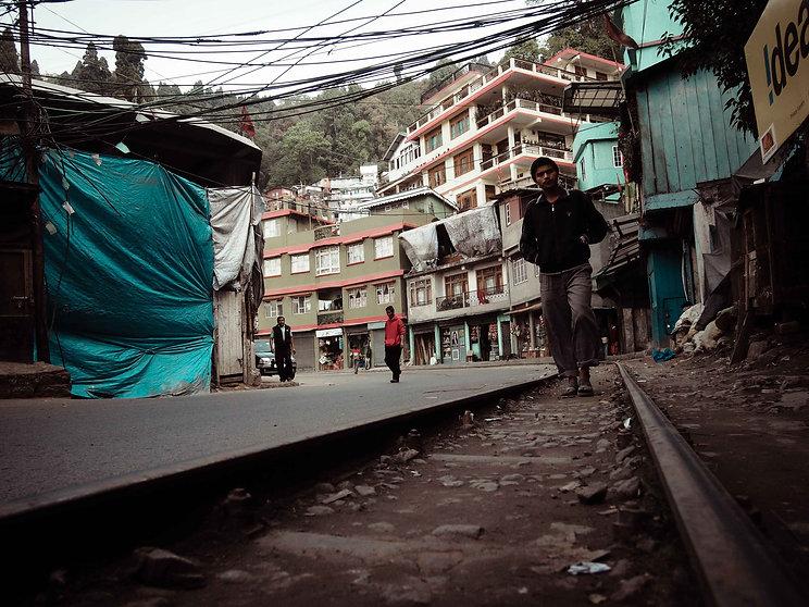darjeeling, india, himalaya, kangchenjunga, hills, tourism, vacation, holiday, street photography, photo story, journalism, toy train, track, hill station, world heritage site