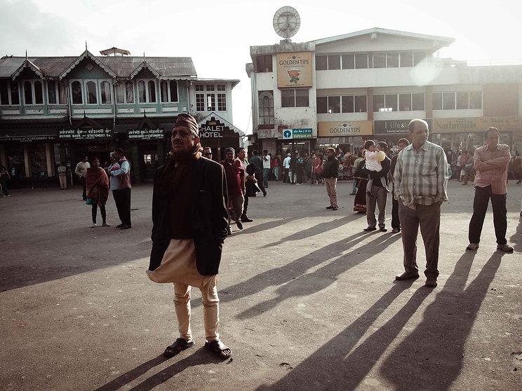 darjeeling, india, himalaya, kangchenjunga, hills, tourism, vacation, holiday, street photography, photo story, journalism, audience, crowd, gathering, meeting