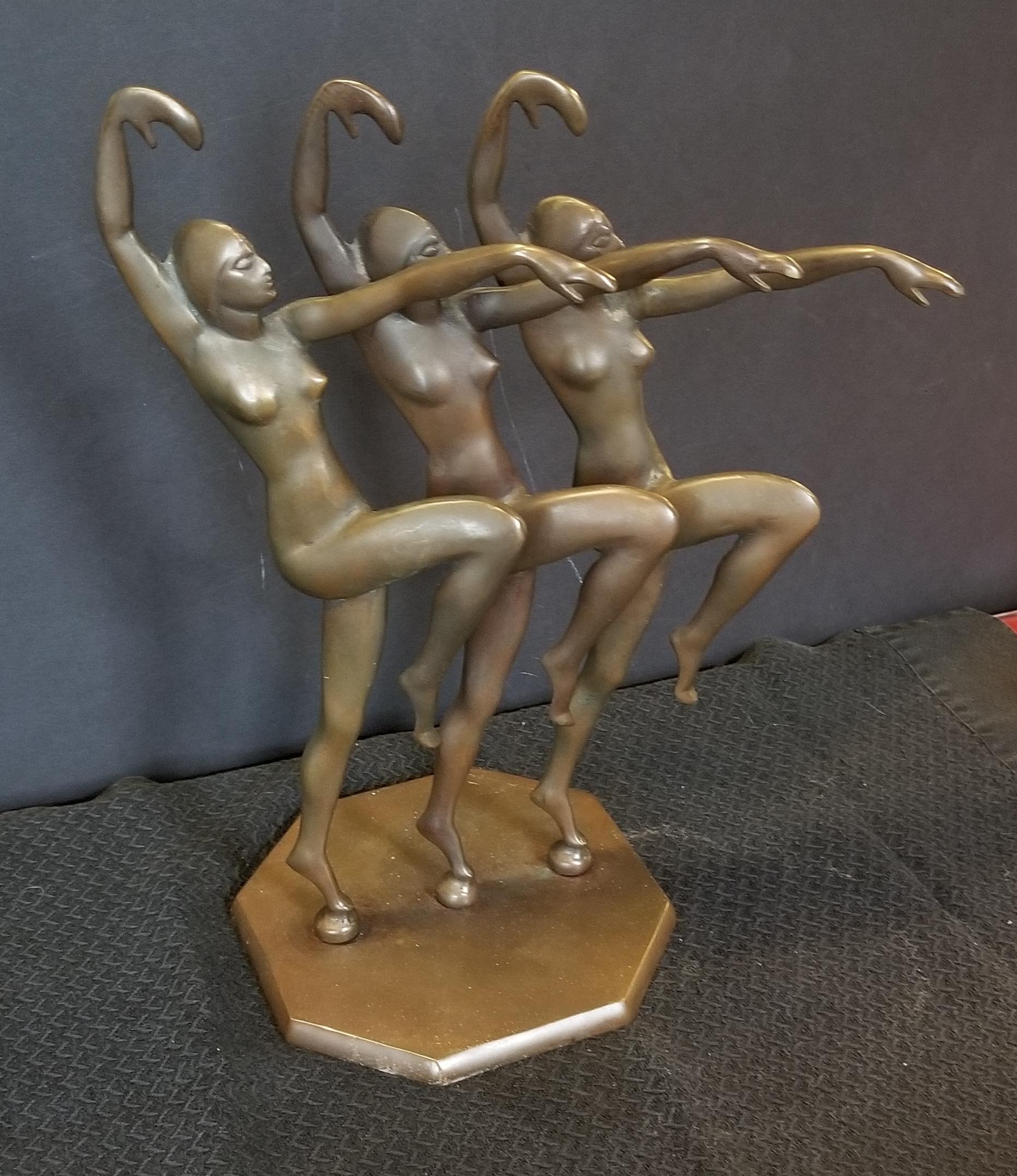 3 Lady Statue