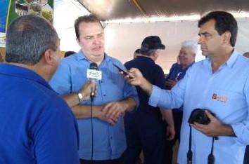 Max Russi e prefeito de Gaúcha do Norte articulam maquinários para agricultura familiar