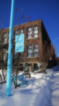 Design urbain: réverbères bleus à Montréal