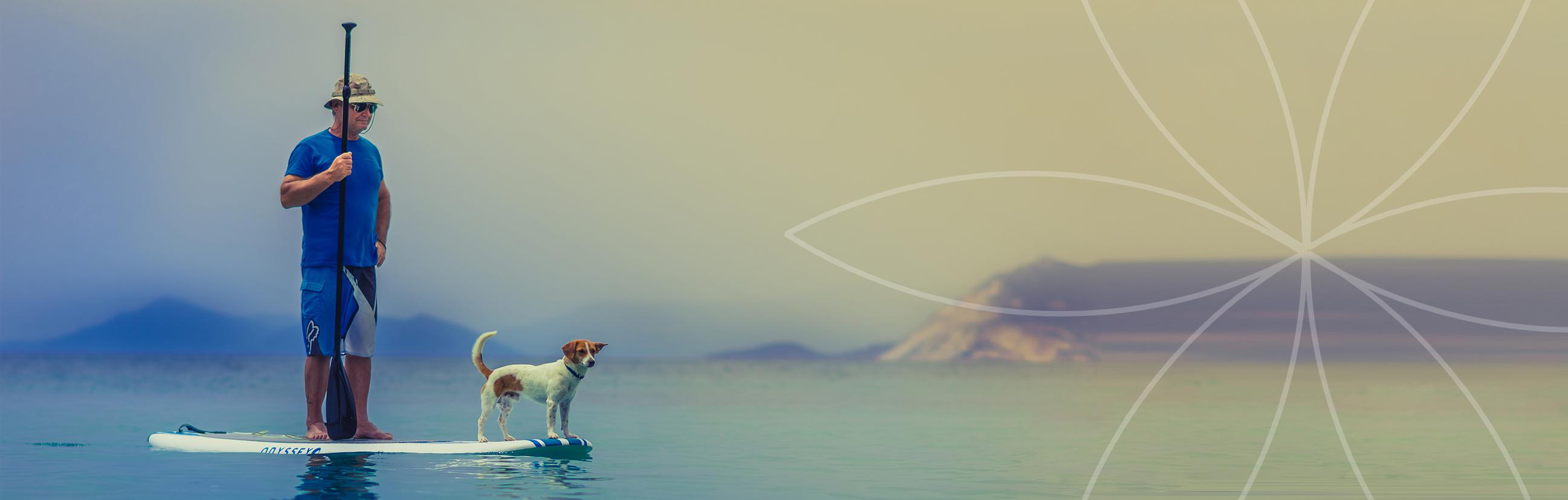 Chien et son maître en paddle