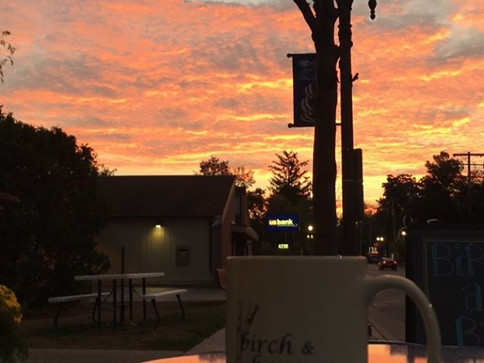 #tbt to this gorgeous sunrise back when it was great weather outside!! Bundle up today and come by for warm drinks to keep you toasty! #thro