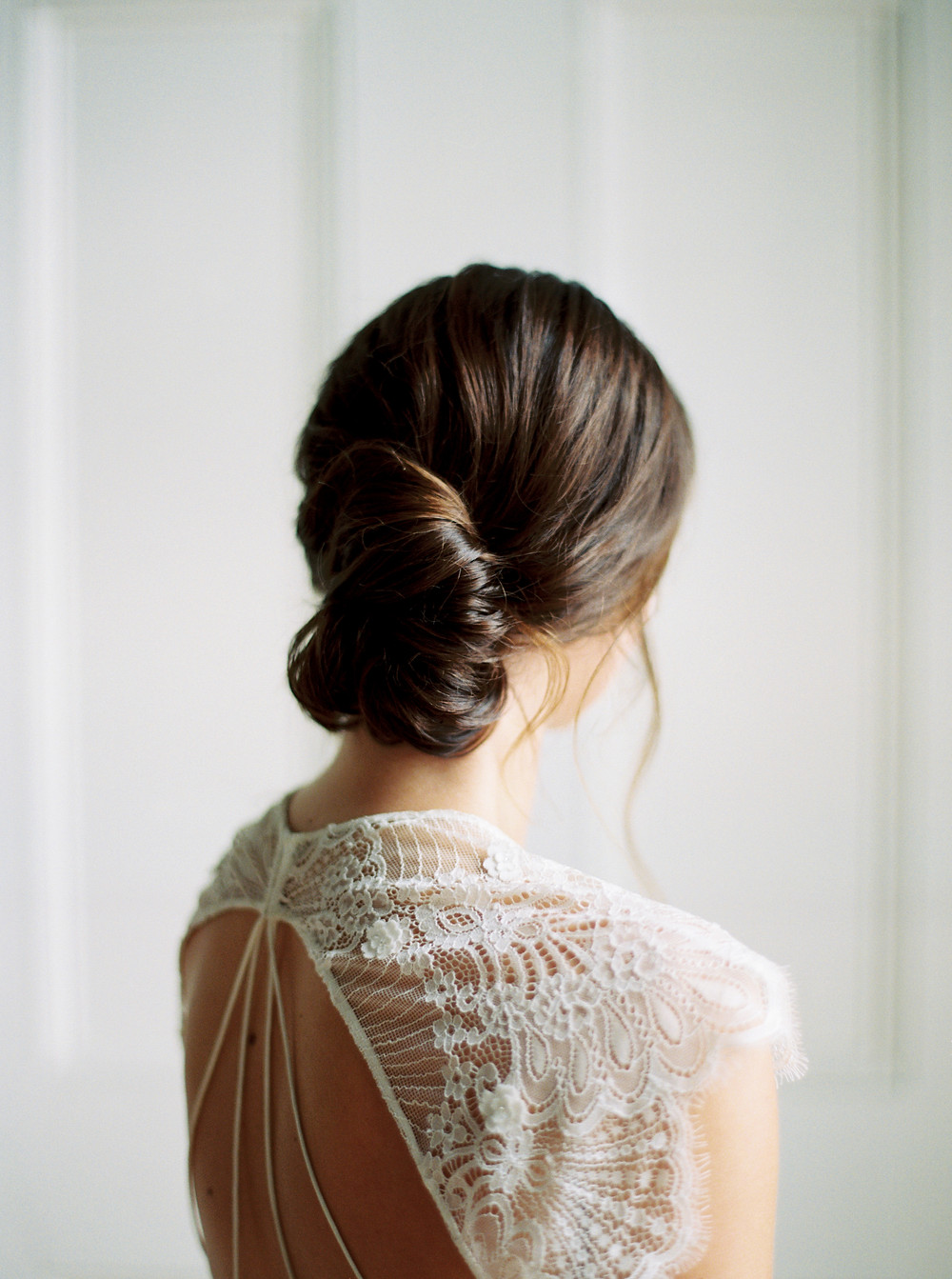 Kate Ignatowski Photo, Caitlyn Meyer hair and makeup, banana bun hairstyle, chignon hairstyle, french hairstyle, french girl chic, fine art wedding, bridal hair inspiration, bridal updo inspiration, romantic hairstyle